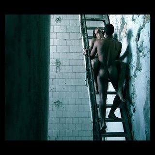 sexo en la escalera